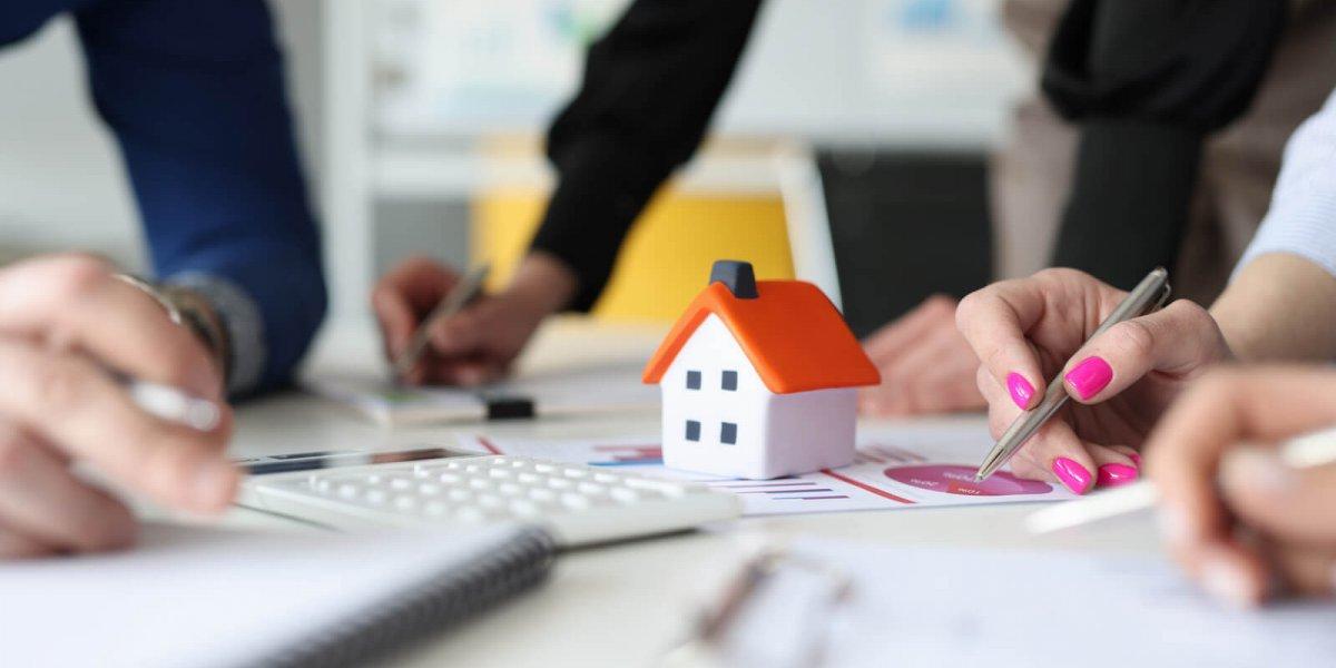 Hlavní obrázek pro článek Hypotéka s ručitelem. Jaké má výhody a nevýhody?