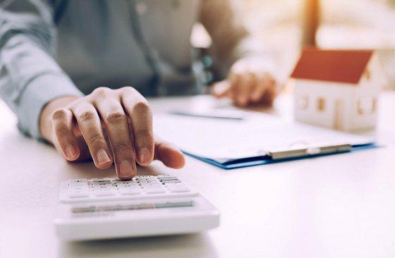 Jak si ověřit, že máte dostatečné příjmy pro získání hypotéky?