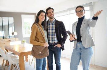 Článek Je výhodnější vzít si hypotéku v páru, nebo jako jednotlivec?